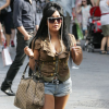 http://celebrity-bags.com/celebrity_bags/snooki-with-gucci-sukey-tote-bag